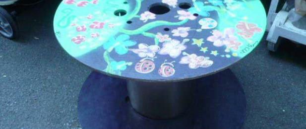 table ronde en bois bleue